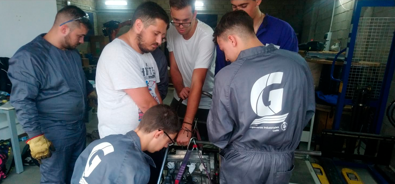 Estudiantes de la ESI en construcción del FG-01